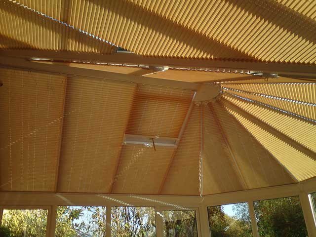 pleated-roof-blinds9-640